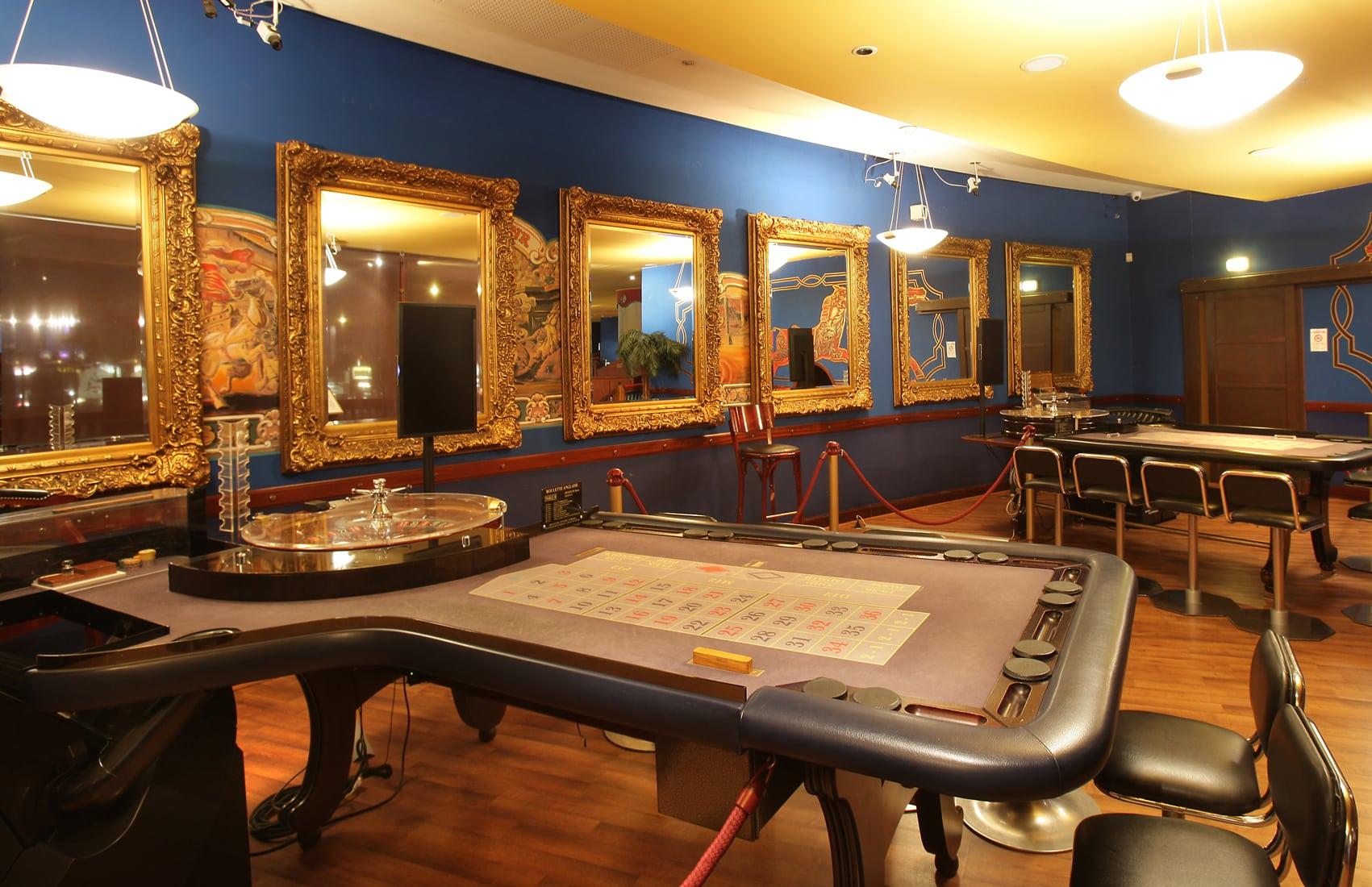 moi qui suis fan de poker j 39 adore le site. Black Bedroom Furniture Sets. Home Design Ideas