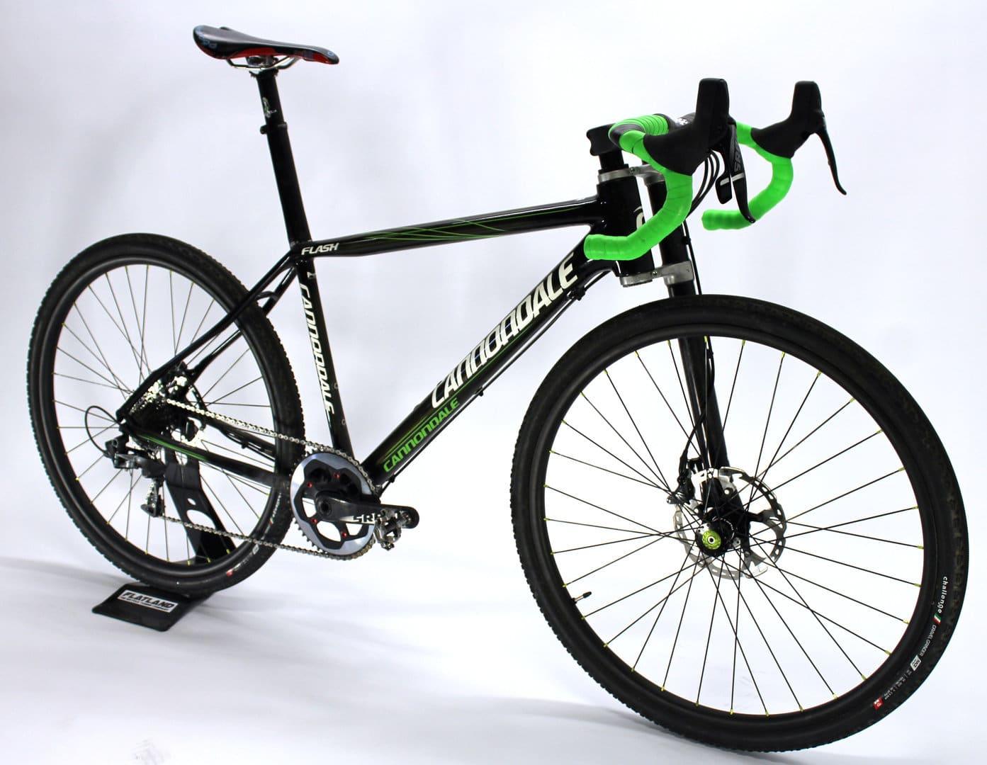 Gravel bike : le matériel pour vous accompagner en randonnée